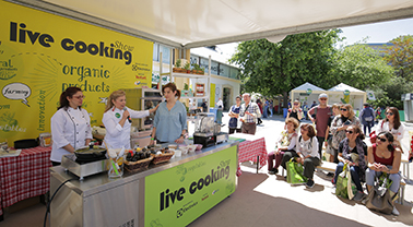 A large number of attendees present in the parallel events & the live cooking shows