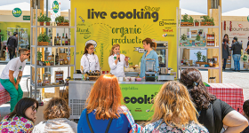 Special events and live cooking shows with a bio…character!